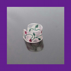 *SALE* Red and green floral vine design ring