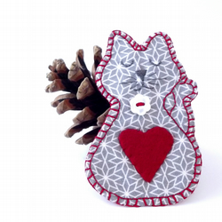 'Sweet Kitty' Grey Cat red heart brooch - handstitched