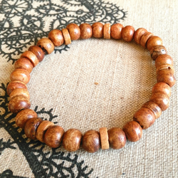 Men's elasticated wooden bead bracelet