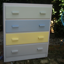 Pretty Chest of Drawers