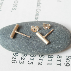 simple stick earring studs in 9ct yellow gold, 9mm long