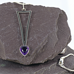 Amethyst and sterling silver pendant. (033)