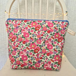 Betsy Print Large Make-up Bag