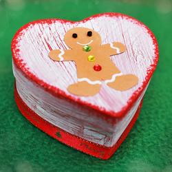 Christmas gift box with gingerbread man, Jewellery heart box
