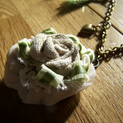 secret garden (flower pendant necklace)