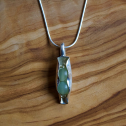 Peas In A Pod Necklace /& Jasper Peas With A 925 Sterling Silver Snake Chain