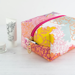 Medium Makeup Bag In Exclusive Punto Belle Designed Fabric 'Ice Cream'