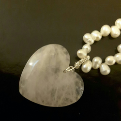 Large rose quartz heart pendant and white Pearl necklace