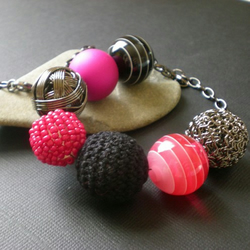 cabaret~pink & black chunky necklace