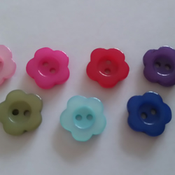 6 flat 2 hole flower buttons knitting sewing crafting