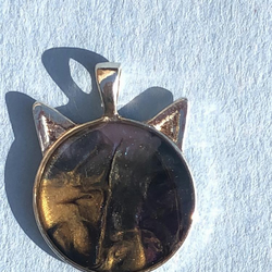 metallic tone cat pendant