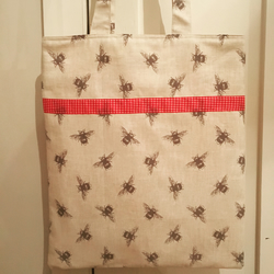 Bee print and gingham fabric bag