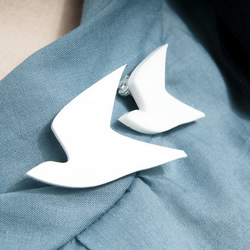 Dove Brooch Set