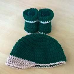 Babies baseball cap and booties set