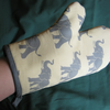 Oven glove in elephant print cotton fabric